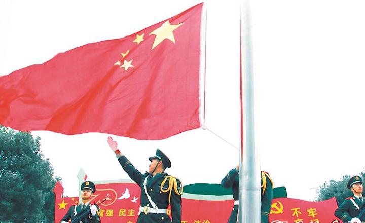 市直机关举行升旗仪式 胡衡华胡忠雄出席