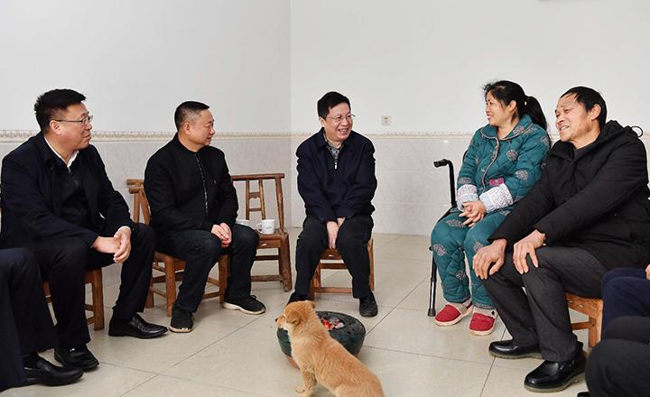 胡衡华走访慰问老同志、困难群众、困难党员