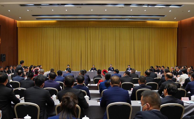 许达哲与我省出席全国脱贫攻坚总结表彰大会的全体代表座谈
