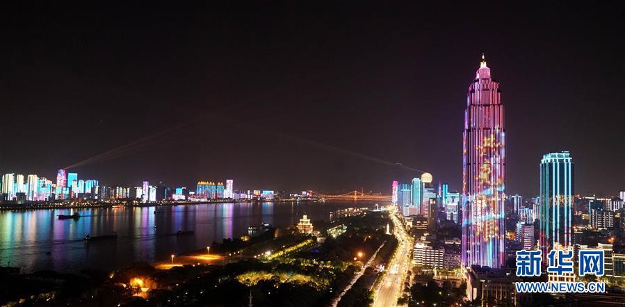 (新华全媒头条·图文互动)(2)钟华论:在民族复兴的历史丰碑上——2020中国抗疫记